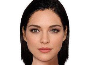 La femme avec le visage parfait