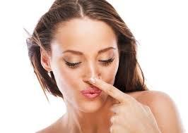 Comment identifier les symptômes d'un nez fracturé?